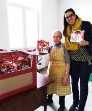 AZ Delta schenkt sintpakketjes aan Mannahuis