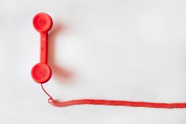 Rode telefoonhoorn met draad