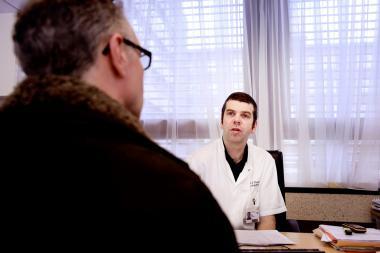 Een patiënt bij een raadpleging bij een arts