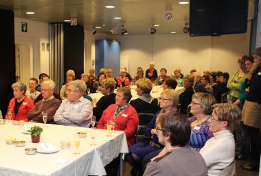 Een honderdtal vrijwilligers zijn uitgenodigd voor een koffietafel
