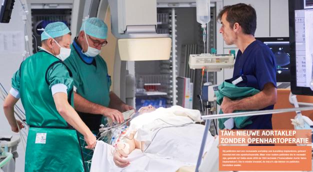 Foto van artsen aan operatietafel in cathlab