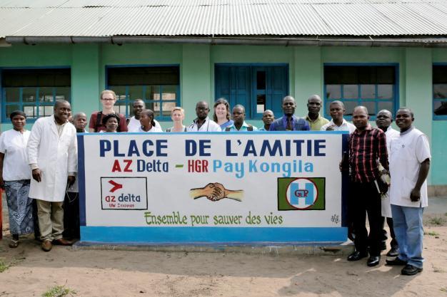 Foto van staf van ziekenhuis in Pay Kongila