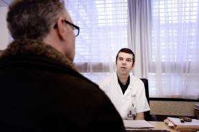 Een patiënt bij de longarts